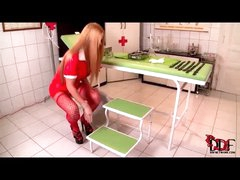 Hawt nurse takes a big urinate