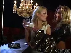 The lesbo luxury bar always provides some sexy pussy licking