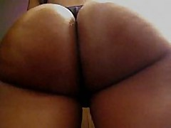 This amateur swarthy chick has a perfect round butt, it looks even more excellent with her darksome thong on, and the way she's flexing it in this clip makes everyone drool.