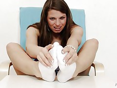 Michelle is a hot brunette hair and that babe is always ready to have any kind of fun related to fuck. That babe is a fucking sexy whore. Here this brunette hair whore is getting ready to give feet work to a huge dildo. That babe is making her feet warm and taking necessary warm up so that that babe can enjoy it indeed hard.