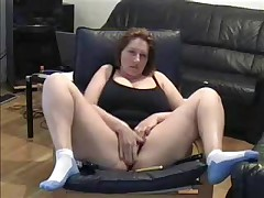 Hawt Milf lets her dusty camera know that this babe hasn't lost her edge. This babe cleans off the dusty camera in this dilettante web camera video and spreads her legs wide for the camera whilst this babe masturbates her large juicy pussy.