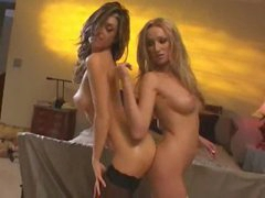 Hawt chicks rub their oiled up asses together