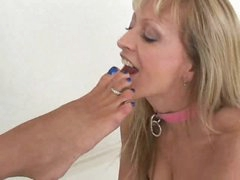 Angel in a collar sucks hot toes