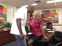 Office beauty blows the black repair stud