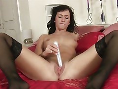 Tess Lyndon toy copulates her soaking wet pussy